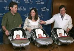 Nacen trillizos idénticos tras técnica de fecundación in vitro, un caso muy raro