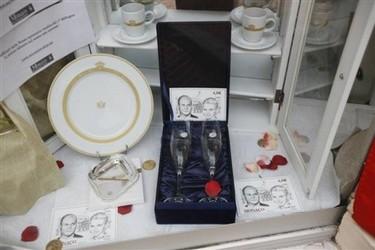 Objetos decorativos recuerdo de la boda real en Mónaco