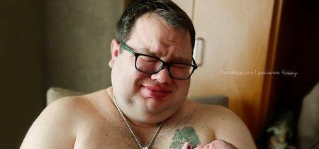 La historia detrás de esta emotiva foto de un padre abrazando por primera vez a su bebé arco iris