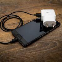 Todo lo que tener en cuenta a la hora de comprar un cargador para el móvil: puertos, amperaje y voltaje, diseño y más