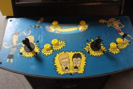 Restauran una de las doce máquinas recreativas de Beavis and Butt-Head que existen