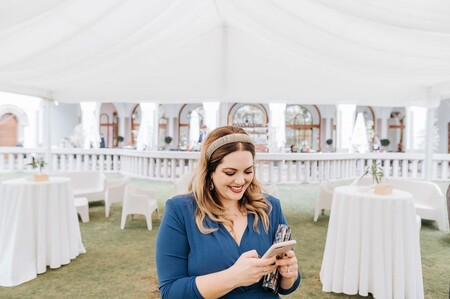 Siete vestidos de invitada de tallas grandes para marcarse un look perfecto en las bodas de tarde (sin gastar una fortuna)
