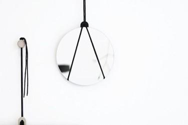 Los espejos con cuerdas de Llot Llov como inspiración para un DIY original y sencillo