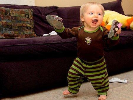 Consejos de seguridad en casa con bebés que empiezan a caminar