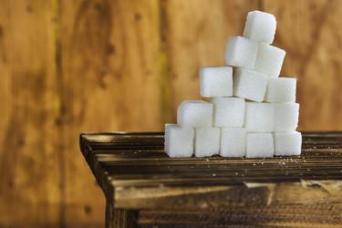 """Continúa la guerra al azúcar: Francia prohíbe el """"rellena tu bebida gratis"""""""