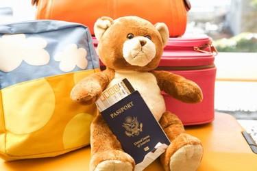¿Necesitas hacerle el pasaporte a tu bebé? La nueva regulación exige la autorización expresa de ambos padres