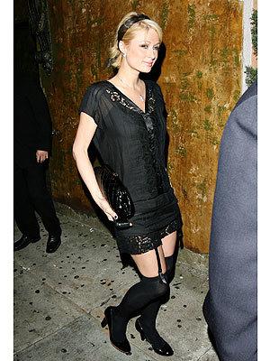 Looks impactantes: Paris Hilton sale a la calle en liguero