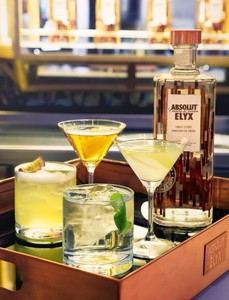 Nos sumergimos en el mundo de la coctelería con el nuevo vodka Absolut Elyx