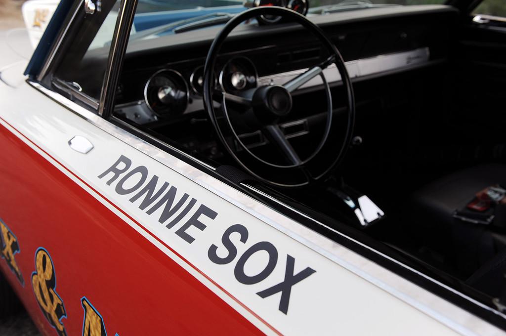 Foto de Mr. Norm's Sox & Martin Collector Series HEMI 'Cuda (50/72)
