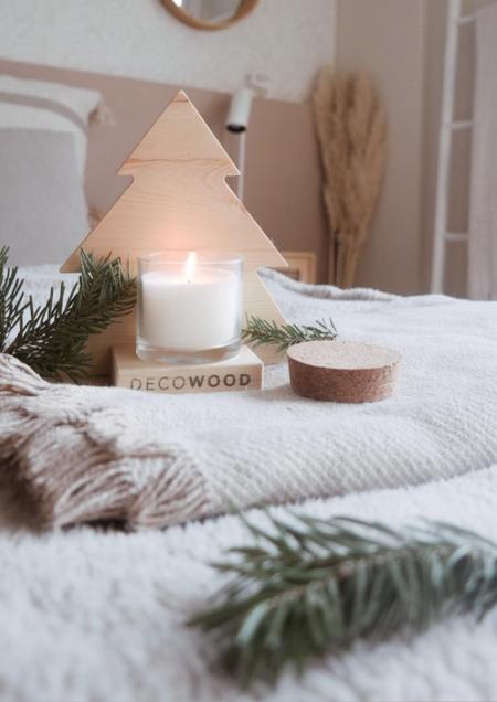 Un mini árbol de madera, sostenible y solidario, para decorar esta Navidad: la propuesta de Decowood