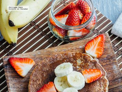 Pancakes de avena y plátano. Receta de desayuno saludable