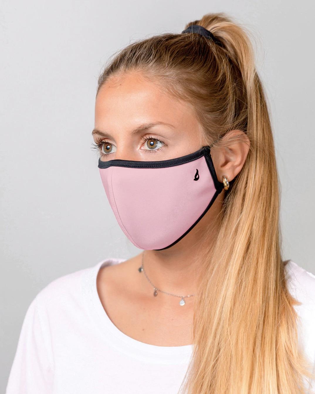 Mascarilla de tela higiénica lavable y reutilizable para adulto en rosa liso.