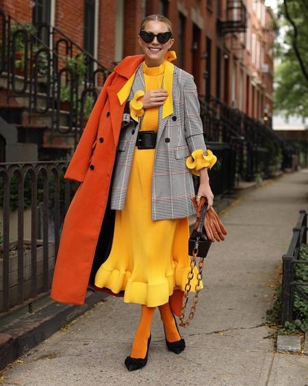 Las influencers han caído rendidas al color amarillo en todas sus tonalidades: 25 prendas para triunfar