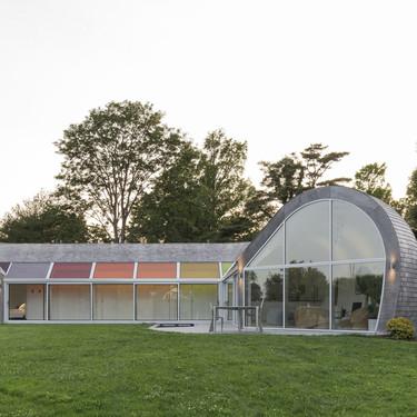 The Cocoon House una casa singular y sostenible en la que la luz solar y sus reflejos forman parte de su diseño