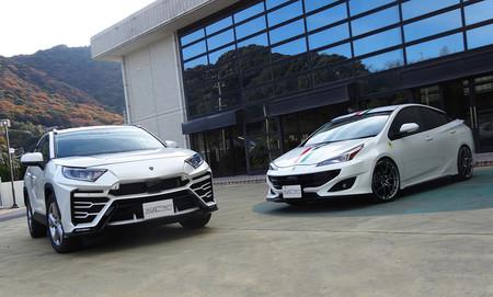 Ver para creer: estos japoneses visten un Toyota RAV4 como un Lamborghini Urus y un Prius como un Ferrari FF