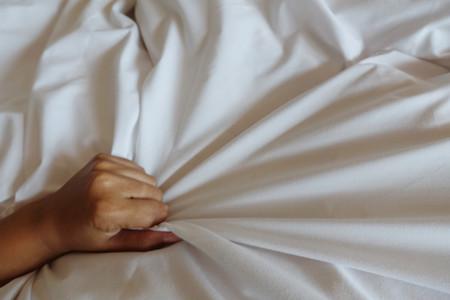 Sí, tener un orgasmo te ayuda a dormir mejor, y este es el motivo
