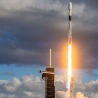 SpaceX envía un satélite espía al espacio durante su último lanzamiento del 2020