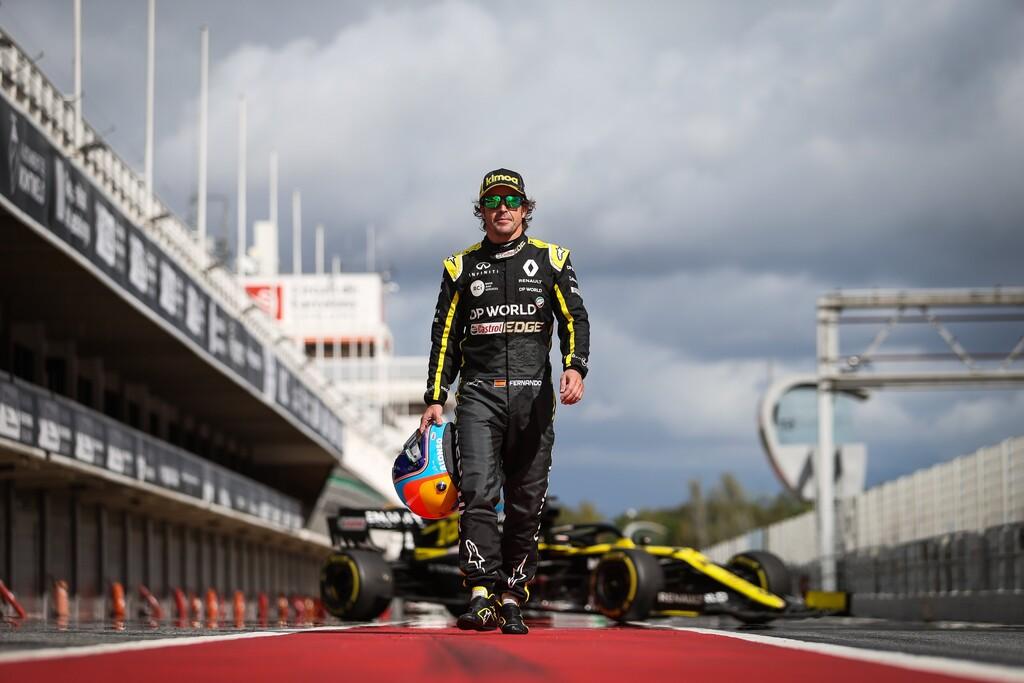 ¡Lo echábamos de menos! Renault enseña en vídeo cómo fue el regreso de Fernando Alonso a la Fórmula 1 en Barcelona
