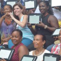 Los docentes de Colombia comienzan a recibir tabletas para educar