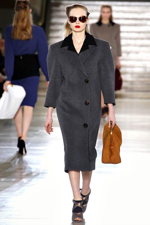 Foto de Miu Miu Otoño-Invierno 2011/2012 en la Semana de la Moda de París: Miuccia Prada al rescate (20/20)