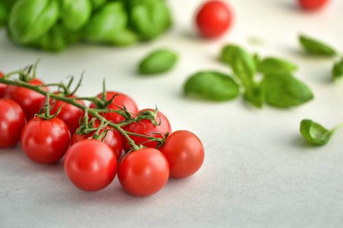 Cinco recetas de aperitivos con tomates cherry perfectas para un picoteo del finde veraniego