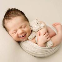 """""""Si los bebés tuvieran dientes"""", las hilarantes (y ligeramente inquietantes) fotografías editadas de bebés recién nacidos"""