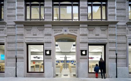 Varios ladrones saquean la Apple Store de Colón en Valencia: se han llevado hasta 40 iPhone expuestos