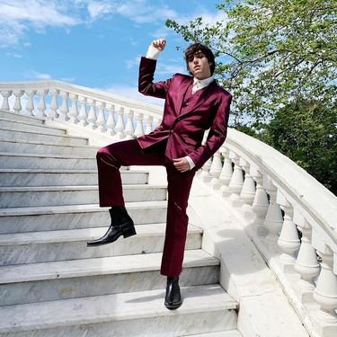 Luc Loren le apuesta al color con un look de Mans Concept para la boda de Pablo Castellano