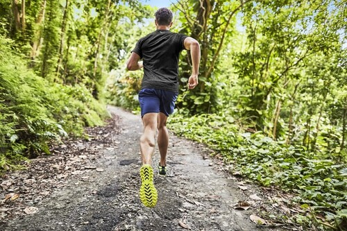 Entrenamiento de fuerza para corredores: una rutina para hacer al aire libre