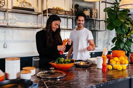 12 utensilios básicos y menaje imprescindible en la cocina: cuáles necesitas comprar para equipar tu cocina al completo