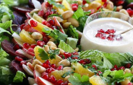 Paseo por la gastronomía de la red: diez recetas de ensaladas navideñas