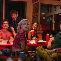 '¿A quién te llevarías a una isla desierta?' salta del teatro para convertirse en la nueva película original de Netflix España