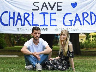 """Científicos y expertos internacionales piden que se frene la """"desconexión"""" de Charlie, el bebé inglés aquejado de una enfermedad genética y mortal"""