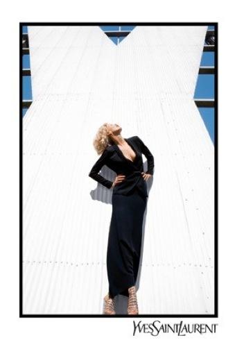 Claudia Schiffer para Yves Saint Laurent, primera imagen