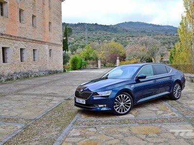 Probamos el Škoda Superb L&K: el lujo del segmento E a precio de generalista