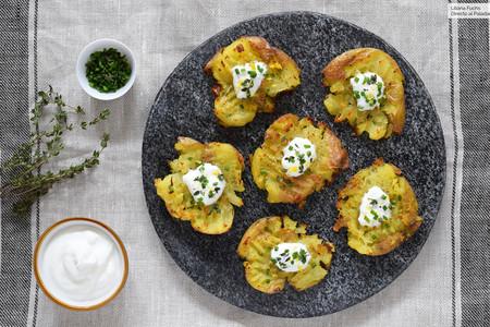 Patatas Chafadas Al Horno Con Yogur Y Hierbas