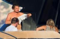 Leonardo DiCaprio se pega la vida padre en Ibiza y Mallorca