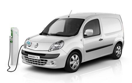Renault Kangoo cargándose