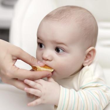 De todo menos esto: alimentos prohibidos en la dieta de los bebés menores de un año
