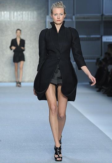 Foto de Karl Lagerfeld, Primavera-Verano 2010 en la Semana de la Moda de París (1/15)