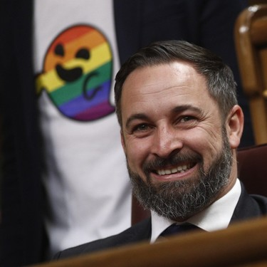 Gaysper llega al Congreso de los Diputados y trolea el debut de Vox
