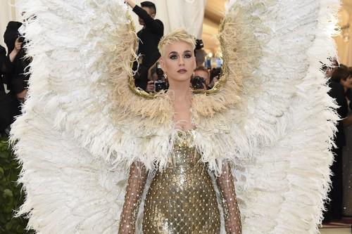 Gala MET 2018: Katy Perry ha llegado a la alfombra roja y ha desplegado sus alas, no tiene rival