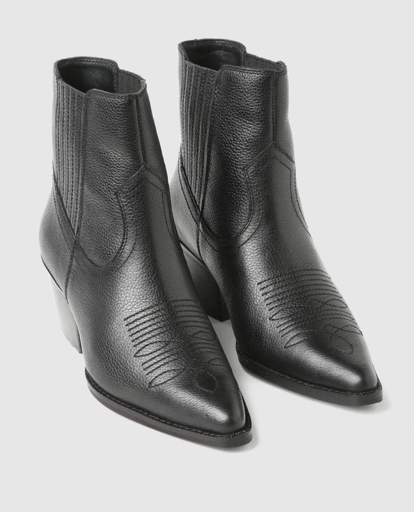 Botines de mujer Zendra Basic de piel en color negro estilo cowboy