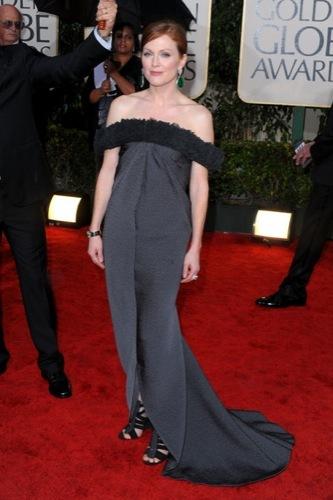 Las famosas peor vestidas de los Globos de Oro. Julianne Moore