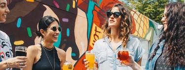 Esa bebida alcohólica fresquita que tanto apetece en plena ola de calor (y en festivales) no ayuda a combatirlo y la ciencia te explica por qué