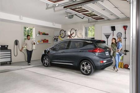GM está recomprando los Bolt EV y EUV, según reportes: después del aviso de riesgo de incendio usuarios están devolviendo el auto eléctrico