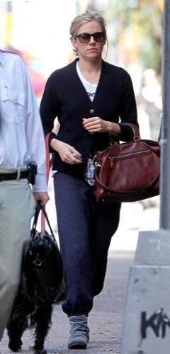 Foto de Sal a pasear al perro con estilo, copia a Sienna Miller (5/22)