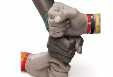 Chus Burés y sus pulseras se solidarizan con África