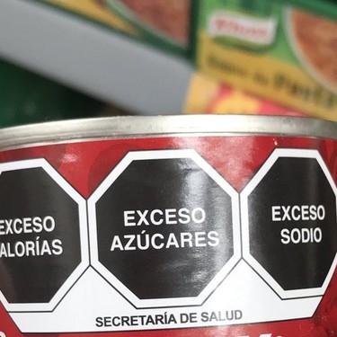 Así se ve el nuevo etiquetado de alimentos. Inicia distribución de productos en almacenes y tiendas
