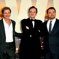 Brad Pitt y Leonardo DiCaprio se presentan con looks normalones en la premiere de 'Once Upon a Time...'